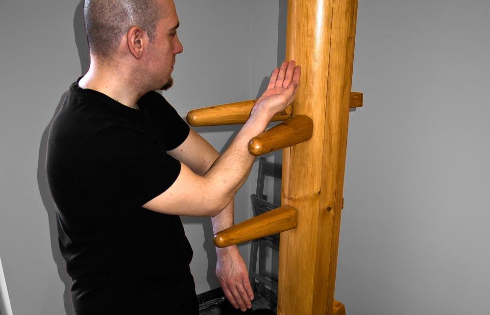 Esercizi all'Uomo di Legno nel Wing Chun